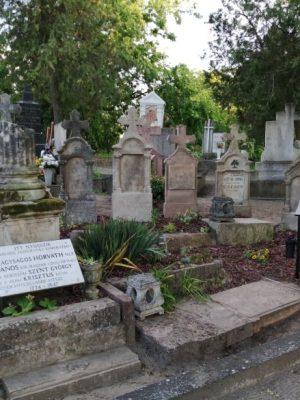 Megújult a János Vitéz sír- új emléktábla készült